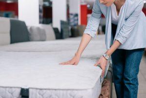 richtige Matratzenauswahl bei Rückenschmerzen treffen