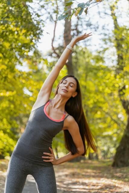 Übung gegen Schmerzen im Rücken - Apfelpflücken