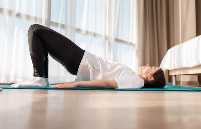 Rückenübungen bei Rückenschmerzen zur Linderung