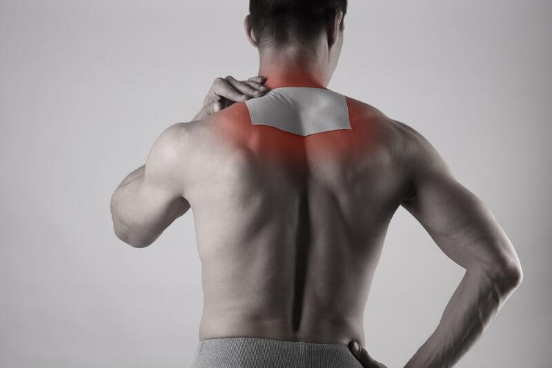bei Schmerzen im Nacken und Rücken Schmerzpflaster anwenden