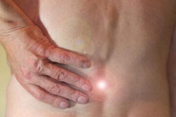 Chronische Rückenschmerzen: Ursachen, Symptome & Therapiemöglichkeiten