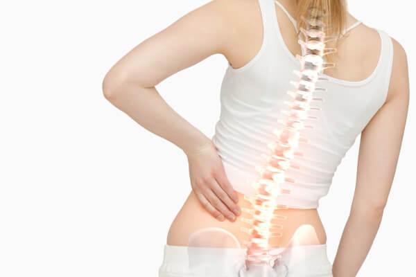 im Rückenbereich stechende Schmerzen
