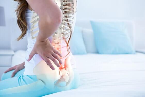 in der Lendenwirbelsäule stechender Rückenschmerz