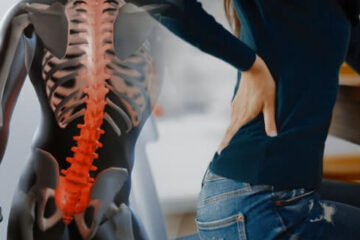 Stechender Schmerz im Rücken – Ursachen und was dagegen helfen kann