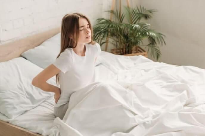 nach dem Schlafen Rückenschmerz